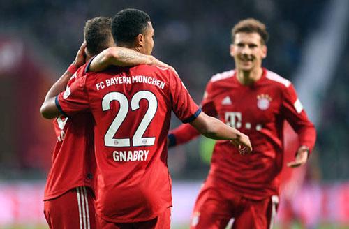 Gnabry (số 22) là người hùng của Bayern tối 1/12. Ảnh: Reuters.