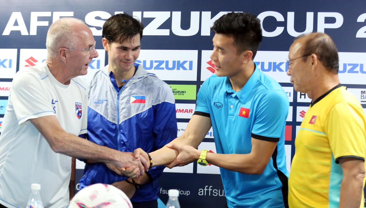 Sven Eriksson và Park Hang-seo trò chuyện thân tình