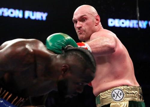 Những cú chọc thẳng bằng tay trái của Fury rất lợi hại. Ảnh: Reuters.