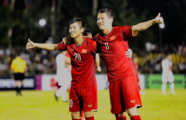 Văn Đức (trái) và Anh Đức là tác giả của hai bàn thắng cho Việt Nam trận này. Ảnh: Đức Đồng.