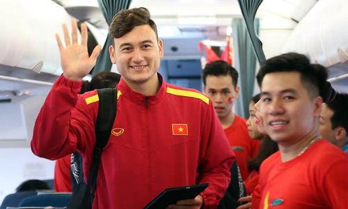 Tuyển Việt Nam ca khúc khải hoàn rời Bacolod