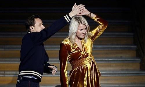 Trước hàng trăm quan khách và hàng triệu người theo dõi trực tiếp qua truyền hình, Hegerberg từ chối và rời khỏi sân khấu. Ảnh: Reuters.