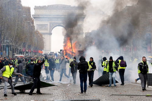 Quả Bóng Vàng đã không thuộc về một người Pháp để an ủi cho quốc gia hình lục lăng giữa thời khắc khó khăn vì bạo loạn.