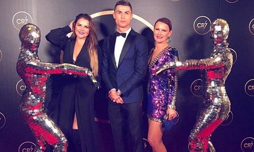Hai chị của Ronaldo - Elma và Katia - luôn bênh vực em trai. Ảnh: IU.