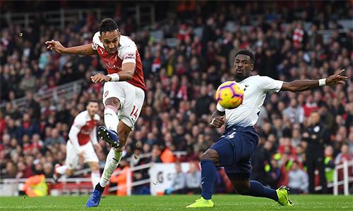 Aubameyang gỡ hoà 2-2 với cú ra chân đẹp mắt trong trận thắng Tottenham 4-2.