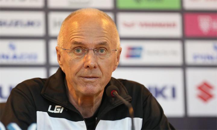 Sven-Goran Eriksson giữ sự tự tin trong buổi họp báo trước bán kết lượt về tại Hà Nội. Ảnh: Đức Đồng.