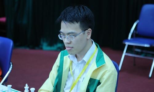 Quang Liêm thi đấu dưới phong độ ở cờ tiêu chuẩn, nhưng lấy lại bản lĩnh để vô địch cờ chớp. Ảnh: vnchess.