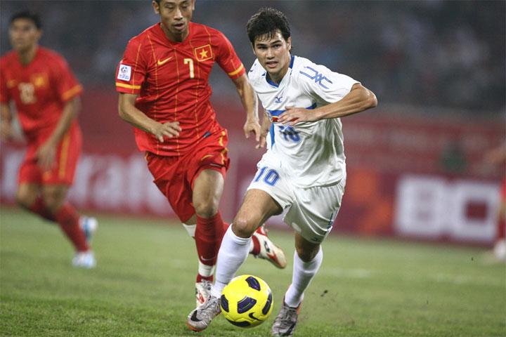 Phil Younghusband (áo trắng) vẫn đang chơi cho Philippines và là thủ quân.