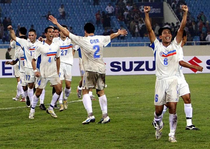 Cầu thủ Philippines mừng thắng lợi lịch sử tại Mỹ Đình năm 2010.