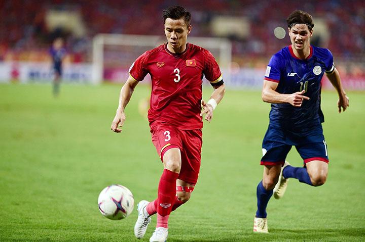 Hàng thủ Việt Nam, dưới sự chỉ huy của Ngọc Hải, mới nhận hai bàn thua tại AFF Cup 2018. Việt Nam là đội có hàng thủ vững chắc nhất tại giải năm nay. Ảnh: Lâm Đồng.