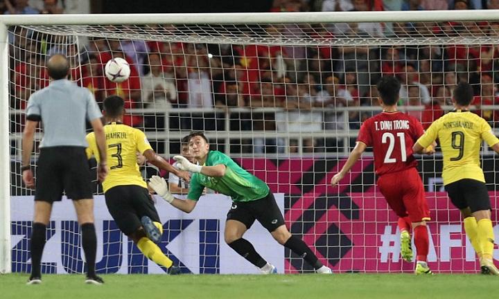 Văn Lâm giữ sạch lưới trong trận đấu với Malaysia ở vòng bảng. Ảnh: Đức Đồng.