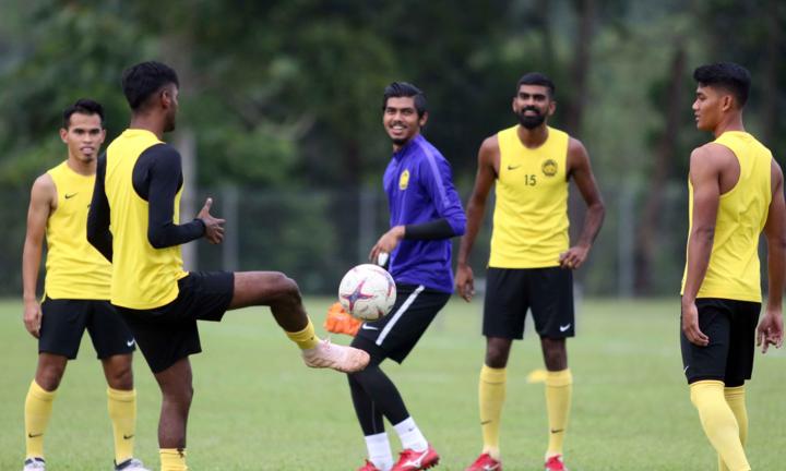 Các cầu thủ Malaysia tích cực tập luyện chiều 8/12 để chuẩn bị tiếp Việt Nam. Ảnh: Anh Khoa.