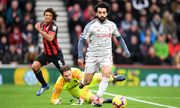 Salah lập hattrick, Liverpool lên đầu bảng