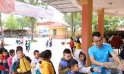 Trường học quê Quang Hải nhận quà trước thềm chung kết lượt đi