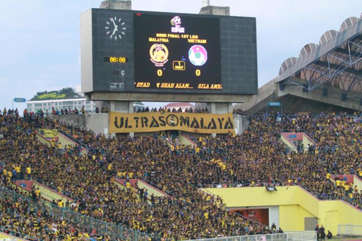 Hội Utras Malaysia nổi tiếng với sự máu lửa và kích động. Ảnh:Lâm Thỏa.