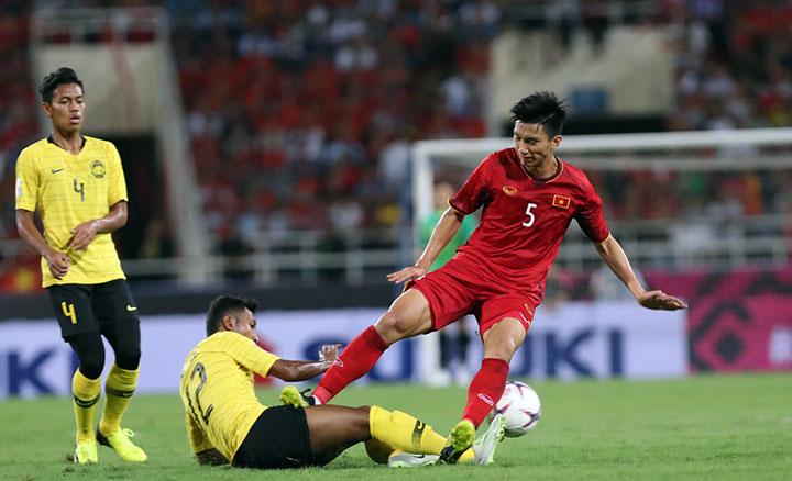 Malaysia đã chơi rắn trong cuộc đọ sức với Việt Nam tại Mỹ Đình hôm 16/11 khiến nhiều cầu thủ Việt Nam nằm sân. Ảnh: Lâm Đồng.