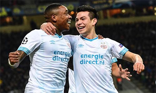 Bergwijn (trái) và Lozano, bộ đôi tạo nên bàn mở điểm cho PSV. Ảnh: UEFA.