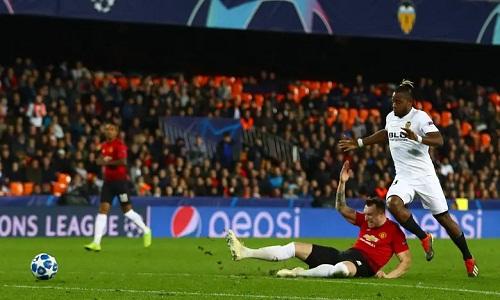 Jones có một trận đấu tồi tệ khi mắc lỗi ở cả hai bàn thua của Man Utd. Ảnh: BPI.