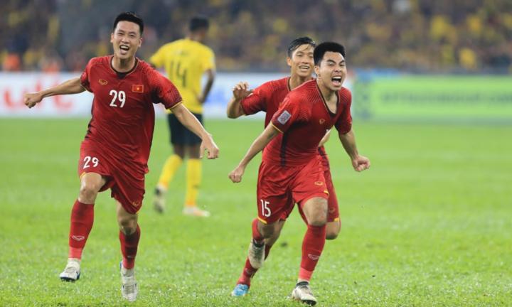 Huy Hùng (số 29) và Đức Huy (số 15) là hai cầu thủ gần nhất ghi tên lên bảng điểm cho Việt Nam. Ảnh: Đức Đồng.