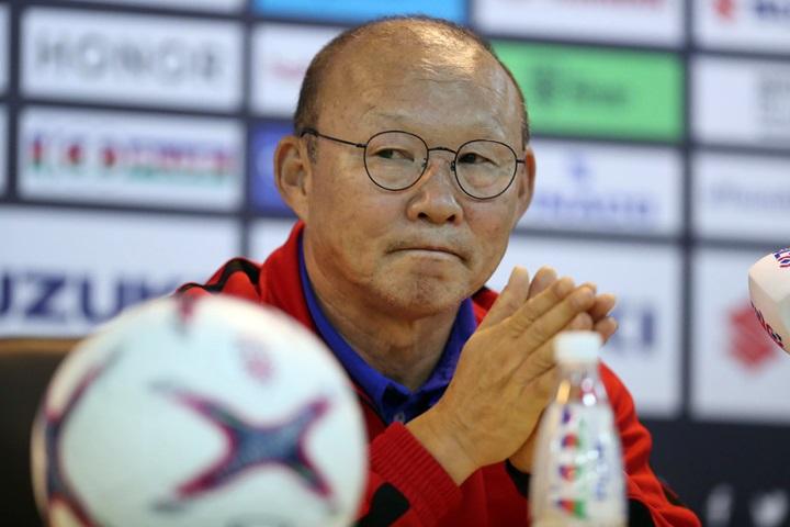 HLV Park Hang-seo thoáng trầm ngâm khi nhắc tới danh hiệu đầu tiên cùng đội tuyển Việt Nam. Ảnh: Đức Đồng.