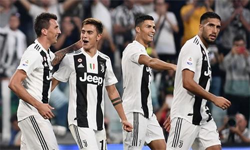 Ronaldo đánh giá cao hàng công Juventus hiện tại, với những đồng đội như Mandzukic (trái), Dybala (thứ hai từ trái sang).