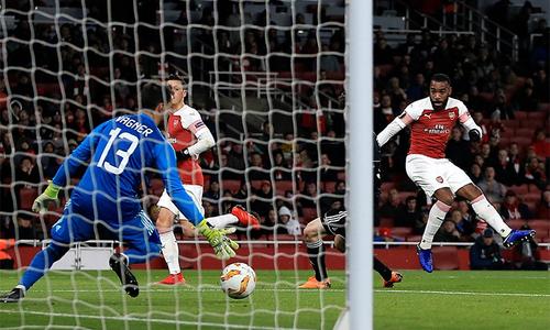 Ozil trở lại trong trận bất bại thứ 22 liên tiếp của Arsenal