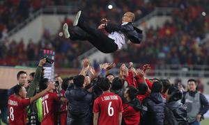 Park Hang-seo: Từ người gánh tội quê nhà đến chức vô địch AFF Cup