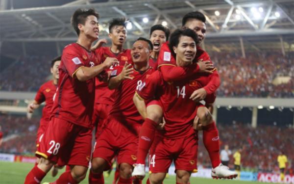 Cầu thủ Việt Nam có thêm động lực thi đấu nhờ các khoản thưởng lớn. Ảnh: Đức Đồng.