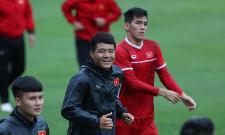 Cầu thủ Việt Nam luôn ở trong trạng thái sẵn sàng ra sân cống hiến. Ảnh: Đức Đồng.