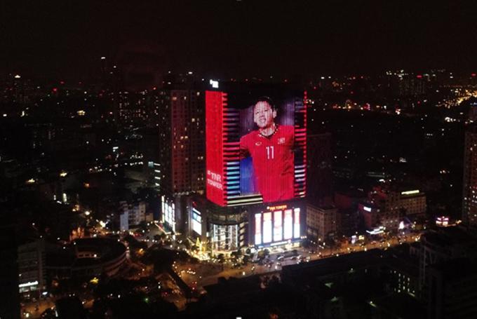 Tòa nhà đổi màu mừng chiến thắng của đội tuyển Việt Nam - 2