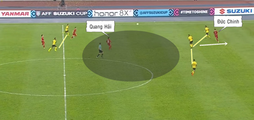 Cách di chuyển của Đức Chinh mở ra nhiều không gian cho Quang Hải.