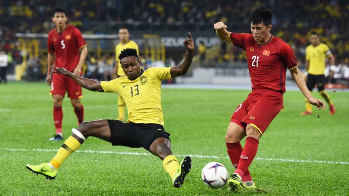 Sumareh (số 13) là cầu thủ đầu tiên không có gốc gác Malaysia thi đấu cho đội tuyển nước này. Ảnh: Lâm Đồng.