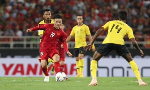 Quang Hải là một trong những cầu thủ bị phạm lỗi nhiều nhất tại AFF Cup 2018. Ảnh: Đức Đồng.