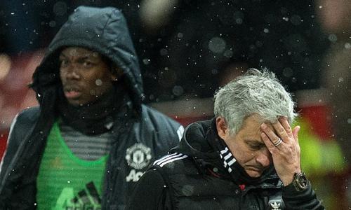 Pogba và Mourinho trong những ngày tháng cuối cùng làm việc tại Man Utd. Ảnh:AFP.