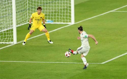 Khả năng dứt điểm của Bale quá tốt để Sun-Tae Kwon có thể cản phá. Ảnh: Reuters