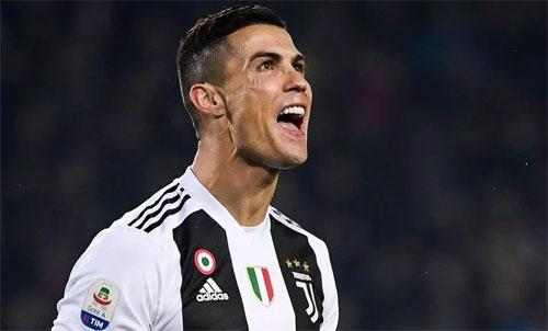 Ronaldo cần bốn bàn trong ba trận cuối năm. Ảnh: Reuters