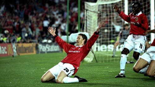 Solskjaer ăn mừng một trong những bàn thắng nổi tiếng nhất: ghi bàn ấn định chiến thắng ngược dòng 2-1 vào những phút cuối trong trận chung kết Champions League với Bayern Munich năm 1999.