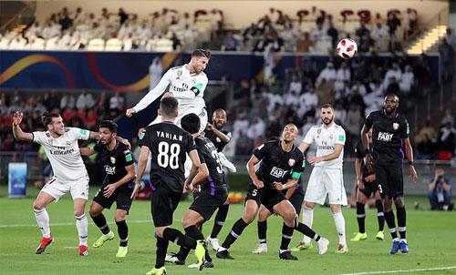 Hàng thủ Al Ain bất lực trước cú đánh đầu của Ramos.
