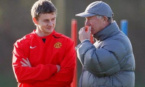 Ferguson đứng sau quyết định bổ nhiệmSolskjaer và sẽ giúp học trò dẫn dắt Man Utd. Ảnh: Reuters.