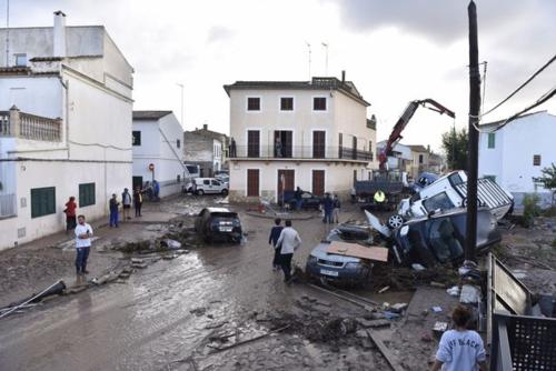 Khung cảnh hoang tàn của vùng đô thị Sant Llorenc sau cơn lũ. Ảnh: EPA.
