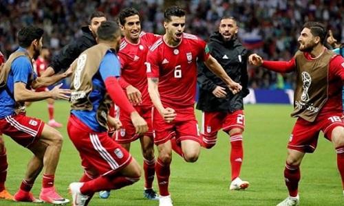 Ezatolahi (số 6) là trụ cột của tuyển Iran. Ảnh: Instagram.
