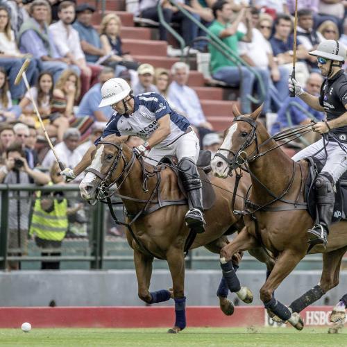 Pablo MacDonough cùng chiếc Richard Mille trong một trận đấu Polo.