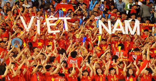 CĐV Việt Nam hân hoan mừng đội tuyển vô địch AFF Cup 2018.