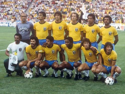 Zico (hàng dưới, thứ hai từ phải sang) trong đội hình Brazil tham dự World Cup 1982 gồm nhiều hảo thủ như Socrates, Falcao, Serginho và Eder. Ảnh:FIFA.
