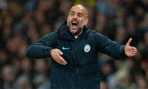 Pep Guardiola đang căng thẳng với tình hình sa sút tại Man City. Ảnh: Reuters
