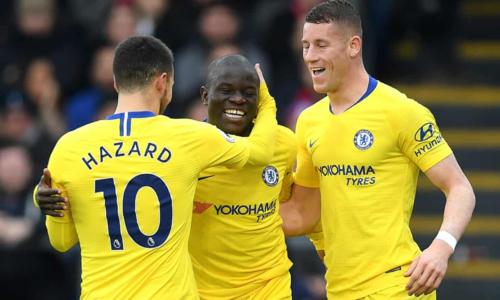 Kante chia vui bàn thắng với Hazard và Barkley. Ảnh:AFP.