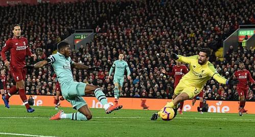 Arsenal dội gáo nước lạnh sớm cho Liverpool, nhưng gây tác dụng phụ khiến Liverpool vùng lên. Ảnh: AFP.