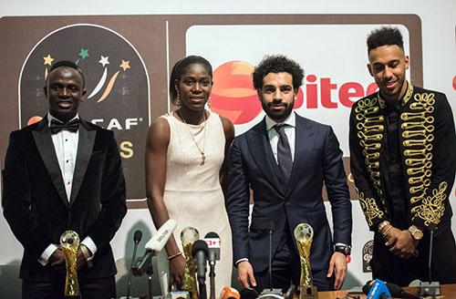 Mane (trái), Salah (thứ hai từ phải sang) và Aubameyang (phải) cùng tranh giải Cầu thủ hay nhất châu Phi 2018. Ảnh: Reuters.