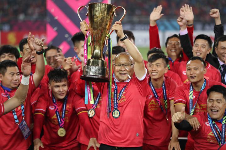 HLV Park kết thúc năm 2018 với bóng đáViệt Nam bằng chức vô địchAFF Cup. Ảnh: Đức Đồng.