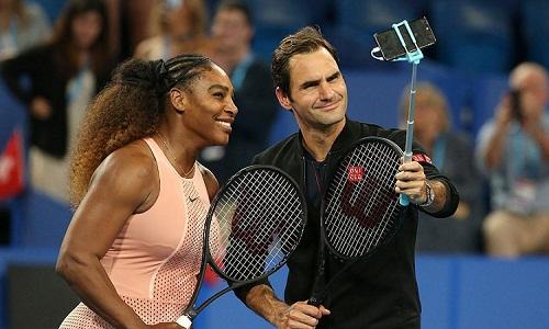 Federer và Serena chụp ảnh cùng nhau sau trận đấu tại Hopman Cup. Ảnh: Reuters.